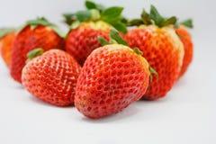 Aardbeien op witte achtergrond Royalty-vrije Stock Foto's