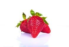 Aardbeien op witte achtergrond Stock Afbeeldingen