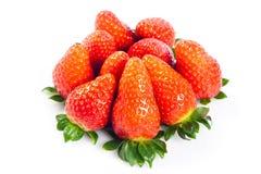 Aardbeien op witte achtergrond plantaardige helthy voedselvruchten die worden geïsoleerd Stock Foto's