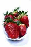 Aardbeien op witte achtergrond worden geïsoleerd die Royalty-vrije Stock Afbeeldingen