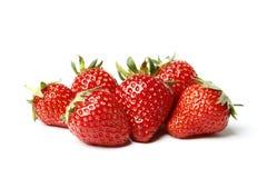 Aardbeien op witte achtergrond worden ge?soleerd die stock afbeeldingen