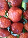 Aardbeien realistische achtergrond stock foto's