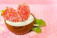 Aardbeien in suiker Stock Afbeeldingen