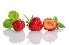 Aardbeien, twee en helft Stock Afbeelding