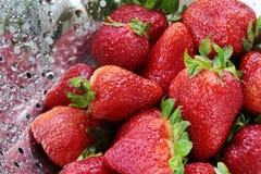 Aardbeien in vergiet royalty-vrije stock foto
