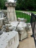 Aardbeving beschadigde die kalksteentoppen voor reparatie en het dure stonecarving worden verwijderd Na de aardbeving van Augustu Stock Afbeelding