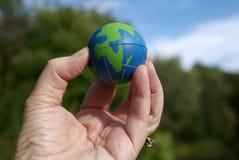 Aarde bij uw vingertoppen royalty-vrije stock fotografie