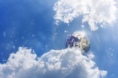 Aarde in blauwe hemel Royalty-vrije Stock Foto's