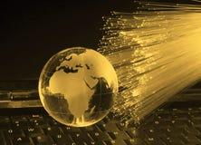 aarde bol tegen optische vezel Stock Foto