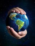 Aarde in de handen - de V.S., ruimte Stock Foto