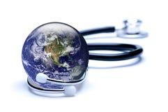 Aarde, die V.S. kenmerkt, die in stethoscoop worden de ingesloten Stock Afbeeldingen
