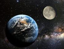 Aarde en maanmening van de ruimte royalty-vrije stock foto's