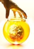 Aarde het branden in de fles en het gele water koken onder hand, Milieu concept-aarde origineel beeld van NASA Royalty-vrije Stock Foto