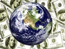 Aarde met $100 rekeningenachtergrond Stock Foto's