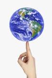 Aarde op een vinger royalty-vrije stock afbeeldingen