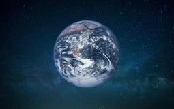 Aarde in open plek op een melkwegachtergrond royalty-vrije stock foto