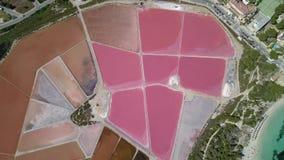 Aarde` s lijn Een hommel verticaal perspectief van de de grond` s kleuren en vormen Zoute vlakten in Colonia DE Sant Jordi, Mallo