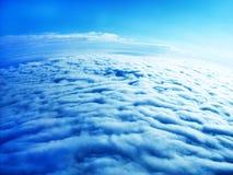 Aarde van bovengenoemd - dikke witte wolken Stock Afbeeldingen