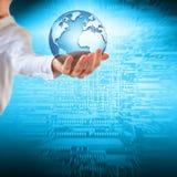 Aarde van Ruimte in handen, bol in Concept van handen het Beste Internet globale zaken van conceptenreeks 3D Illustratie Stock Afbeelding