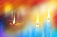 Aarden Lampen en kaarsen in donkere nacht royalty-vrije stock fotografie