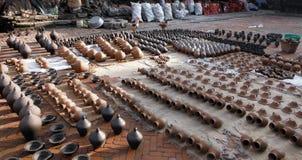 Aardewerk het Drogen in de Zon in de Oude Stad van Bhaktapur stock afbeeldingen