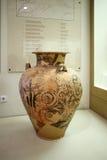 Aardewerk in museum van Mycenae, Griekenland Stock Afbeelding