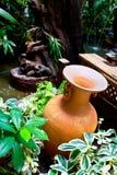 Aardewerk in tuin Royalty-vrije Stock Foto's