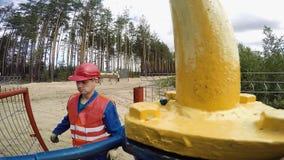 Aardgasarbeiders stock videobeelden