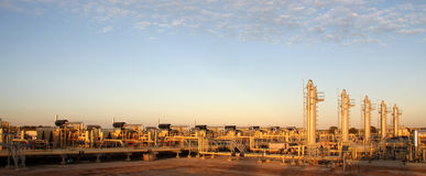 Aardgaselektrische centrale stock fotografie