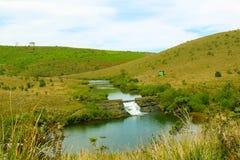 Aardlandschap, Meer met bergen royalty-vrije stock afbeelding