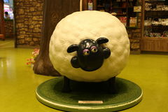 Aardman-` s Shaun die Schafcharaktere auf display at Expocity Stockbilder