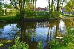 Aardmening van rivier en bomen royalty-vrije stock afbeelding