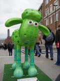 Aardmens Shaun die Schaf-Charaktere auf Anzeige um London Lizenzfreie Stockbilder