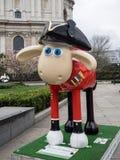 Aardmens Shaun die Schaf-Charaktere auf Anzeige um London Lizenzfreie Stockfotos