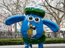 Aardmens Shaun die Schaf-Charaktere auf Anzeige um London Lizenzfreie Stockfotografie
