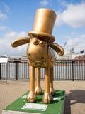 Aardmens Shaun die Schaf-Charaktere auf Anzeige um London Stockfotografie