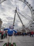 Aardmens Shaun die Schaf-Charaktere auf Anzeige um London Stockbild
