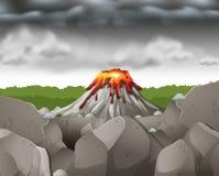 Aardscène met donkere hemel over vulkaan Royalty-vrije Stock Foto's