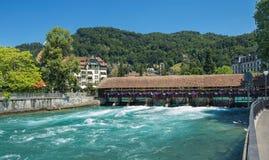 Aare flod i Thun, Schweiz Arkivfoton