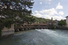 Aare flodkorsning mitten av Thun, Schweiz Royaltyfria Bilder