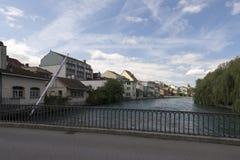 Aare flodkorsning mitten av Thun, Schweiz Arkivfoto