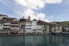 Aare flodkorsning mitten av Thun, Schweiz Fotografering för Bildbyråer