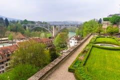 Aare-Fluss in der Stadt von Bern Stockfotos