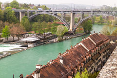 Aare-Fluss in der Stadt von Bern Lizenzfreies Stockfoto