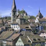Aargau-Berichts-Schweizer Bezirk-alte Stadt Baden mit Ruinen-Stein stockbild