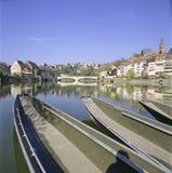 Aargau-Berichts-Schweizer Bezirk-alte Stadt Laufenburg mit Fluss Rhein lizenzfreie stockfotos