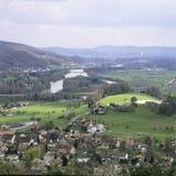 Aargau-Berichts-Schweizer Bezirk-Dorf Villnachern mit Fluss Aare lizenzfreie stockfotografie
