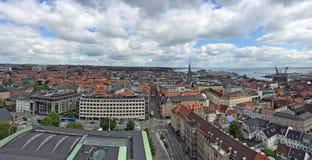 Aarhus in Dänemark, gesehen vom Rathausturm stockbild