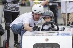 AARHUS, DÄNEMARK - 27. MAI 2016: HRH Prinz Joachim mit Prinzen Henrik am Soapboxautorennen, am klassischen Rennen Aarhus 2016 Stockfotos