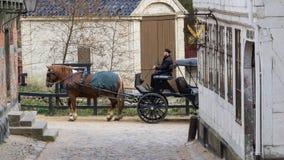 Aarhus, Danemark - 12 avril 2015 : Cheval et chariot Images stock
